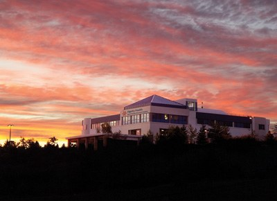 Image of Sierra Memorial Foundation Hospital complex at sunset